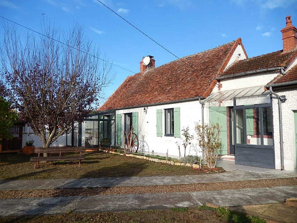 Sancoins, belle maison de village entièrement rénovée avec une seconde maison / atelier ;proche de toutes commodités.