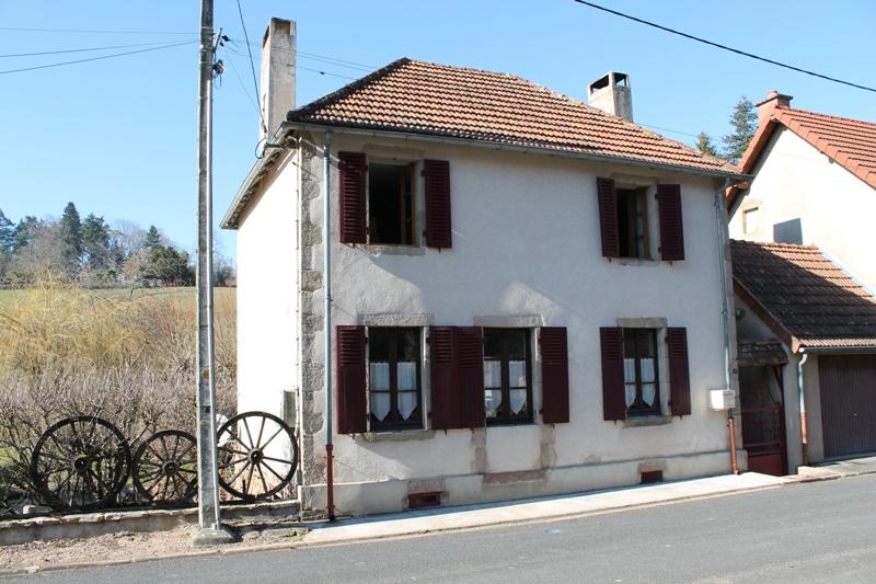 Bert - Authentique maison de village, rénovée sur 900 m2.
