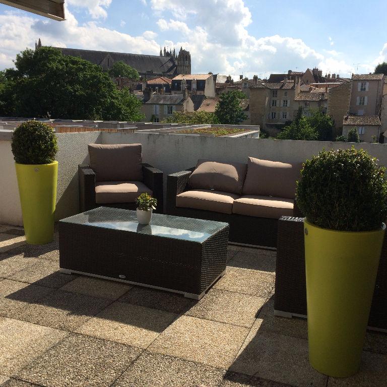 POITIERS APPARTEMENT dernier étage + 70 m² de terrasse