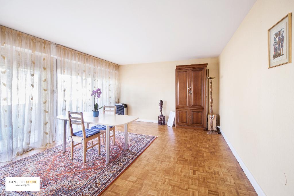 Appartement 5 pièces: 87.75 m2. 3 chambres
