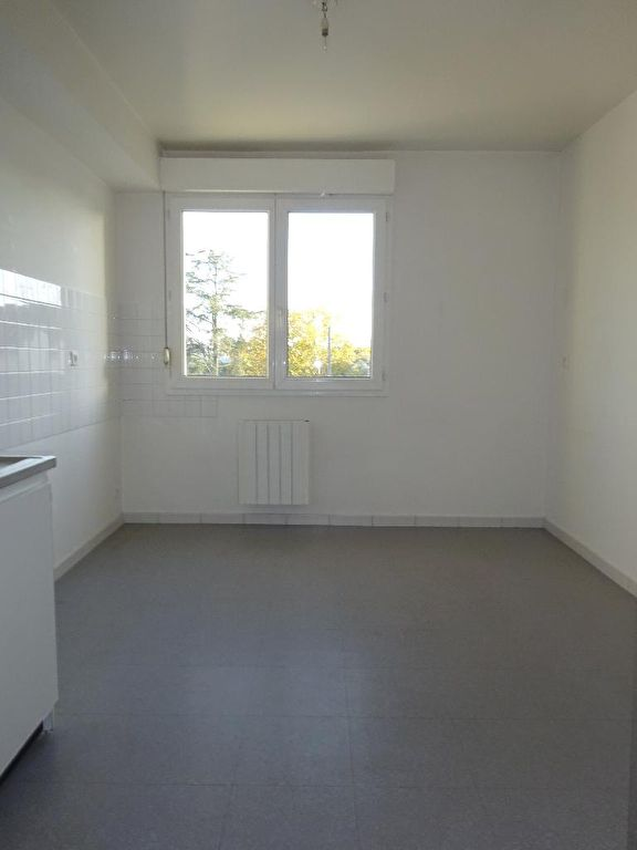 Proche gare et commodités à pieds: 3 pièces de 75 m²