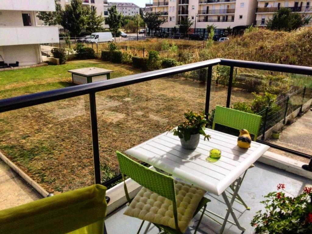 Appartement 2 pièces avec balcon et parking.