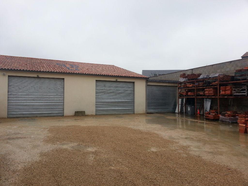 Entrepôt / local industriel Saint Georges Les Baillargeaux 695 m2