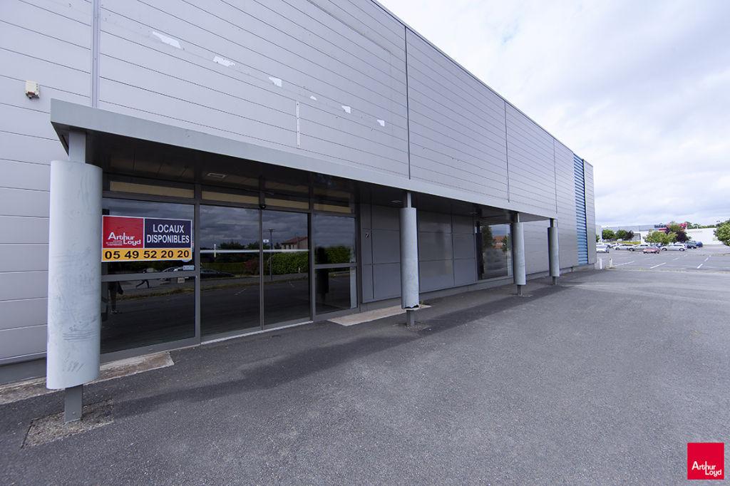 local commercial de 400m2 Chasseneuil du Poitou - façade donnant sur la RD910