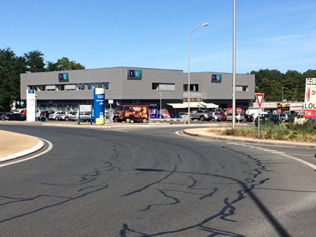 Local commercial Chasseneuil Du Poitou 125 m2