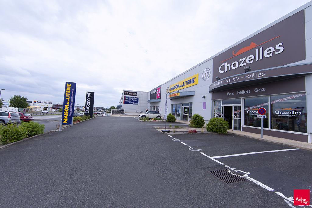 Local commercial Chasseneuil Du Poitou 600 m2