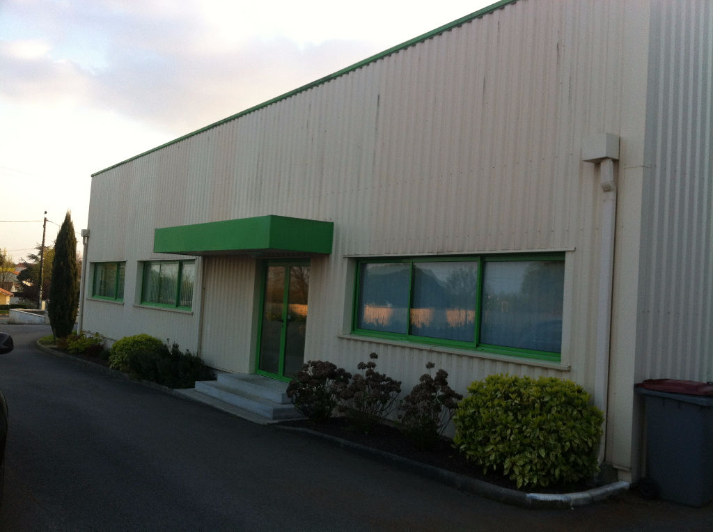 Entrepôt /bureaux Sciecq 450 m2