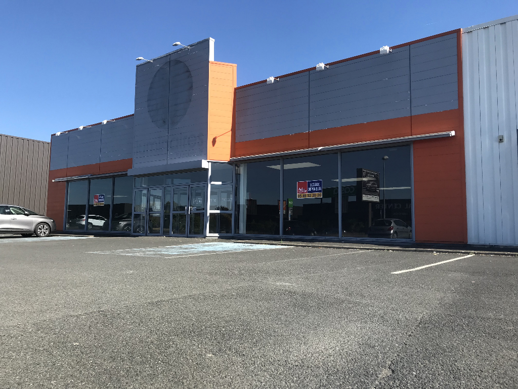 Local commercial Niort 820 m2