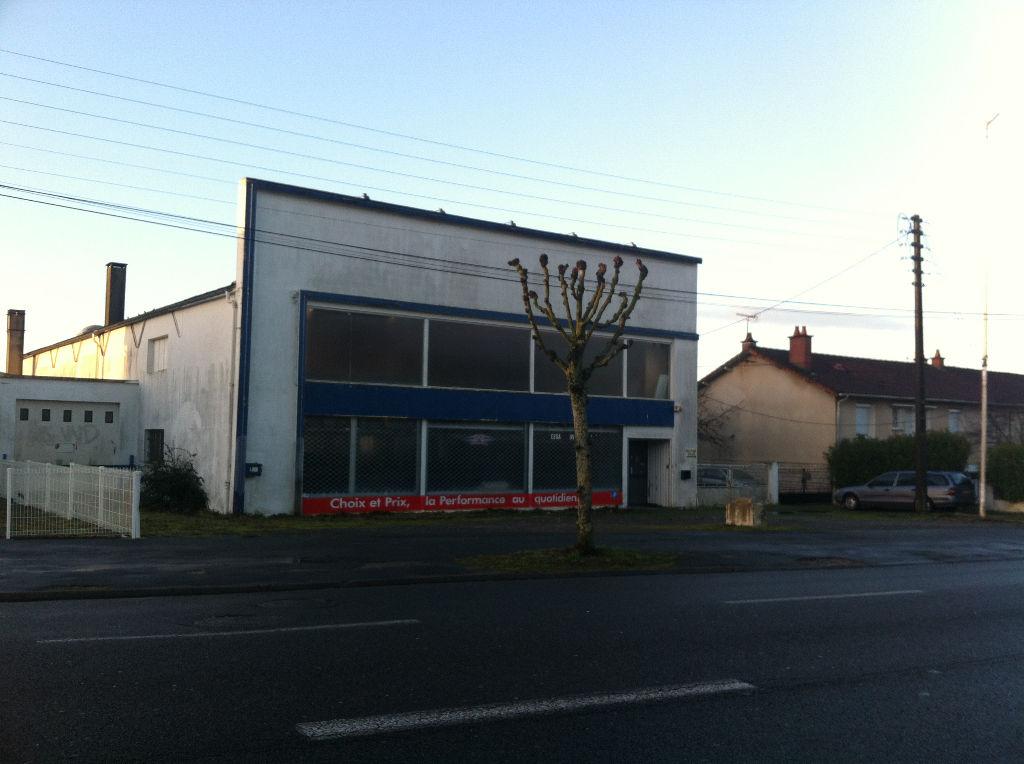 Local tertiaire Niort 1100 m2
