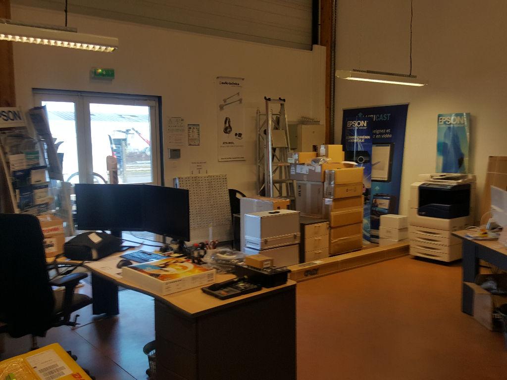 Entrepôt / local industriel  192 m2