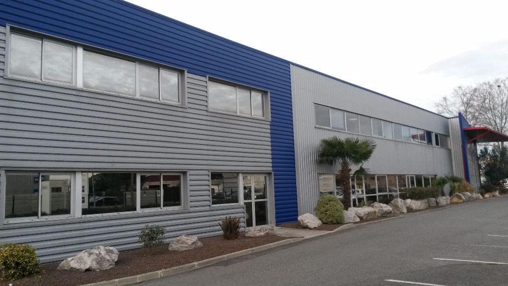 ZA Monlong 520 m2 de showroom + bureaux + dépôt