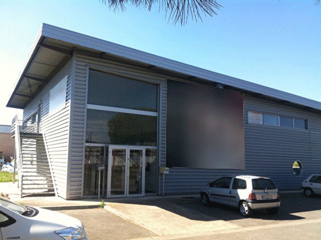 Local d'activité 1116 m2 ZA Montredon à vendre ou à louer