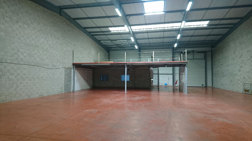A louer local d'activité  600 m2 ZA FRANCAZAL