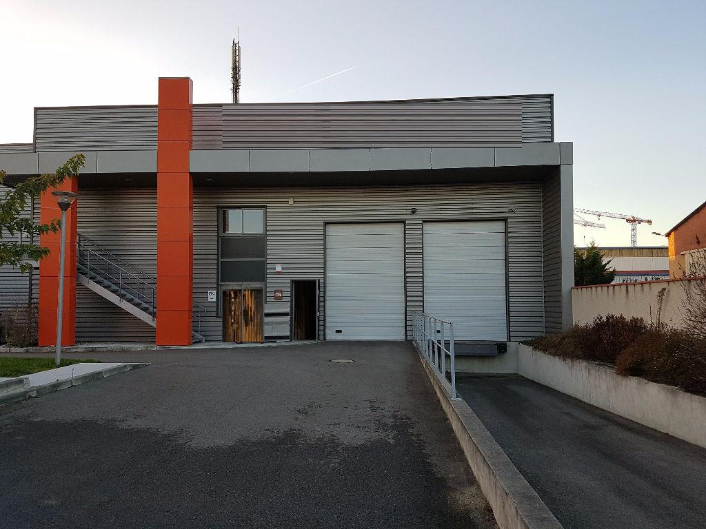 A LOUER Local d'activité 1142 m² ZA RAMASSIERS