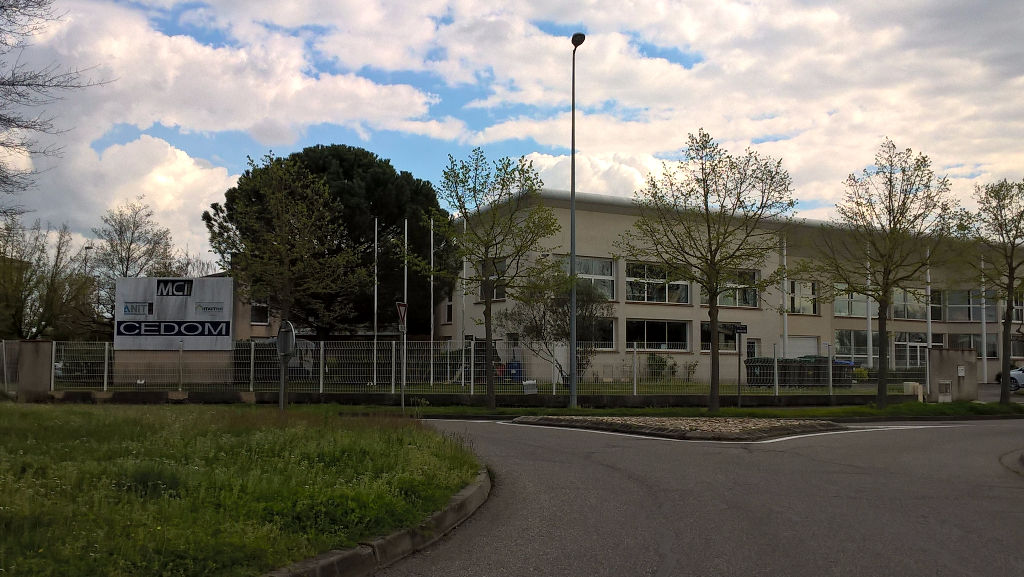 TOURNEFEUILLE Local mixte  860 m2 dont 217m² d 'atelier