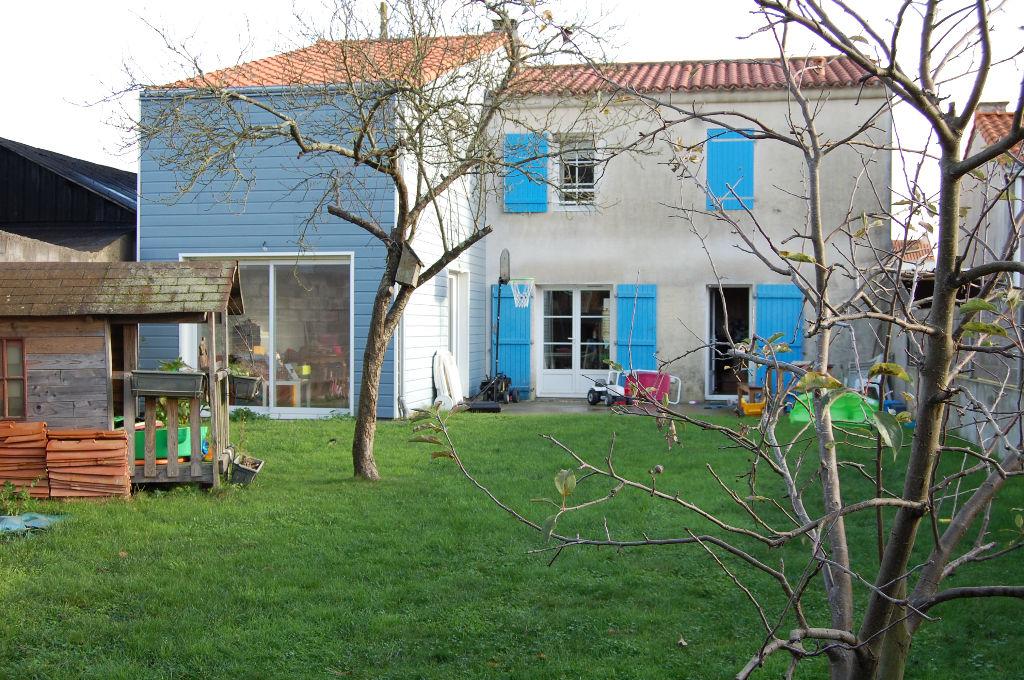 Maison  2005 ---  4 chambres + bureau