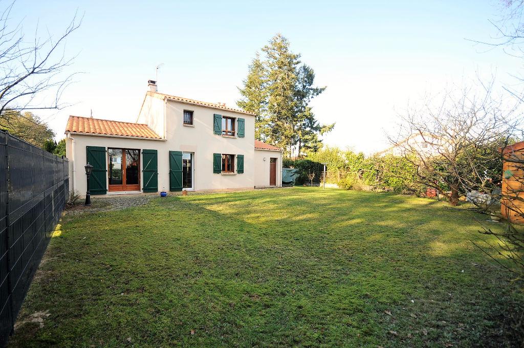 Maison Bouguenais 3 chambres 93 m2 avec jardin et garage