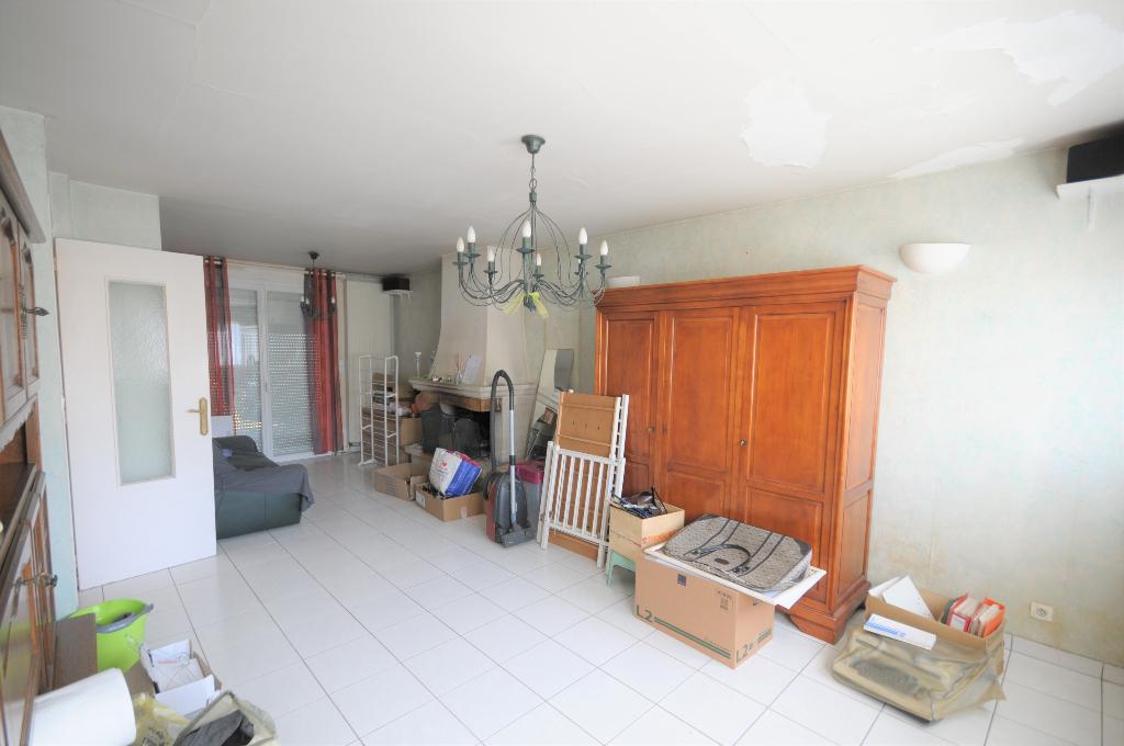 Les Couëts - Au pied du tram, maison à étage de 4 chambres sur parquet avec terrasse et jardinet