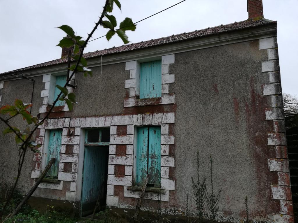 Ensemble immobilier à rénover sur Saint Michel Chef Chef