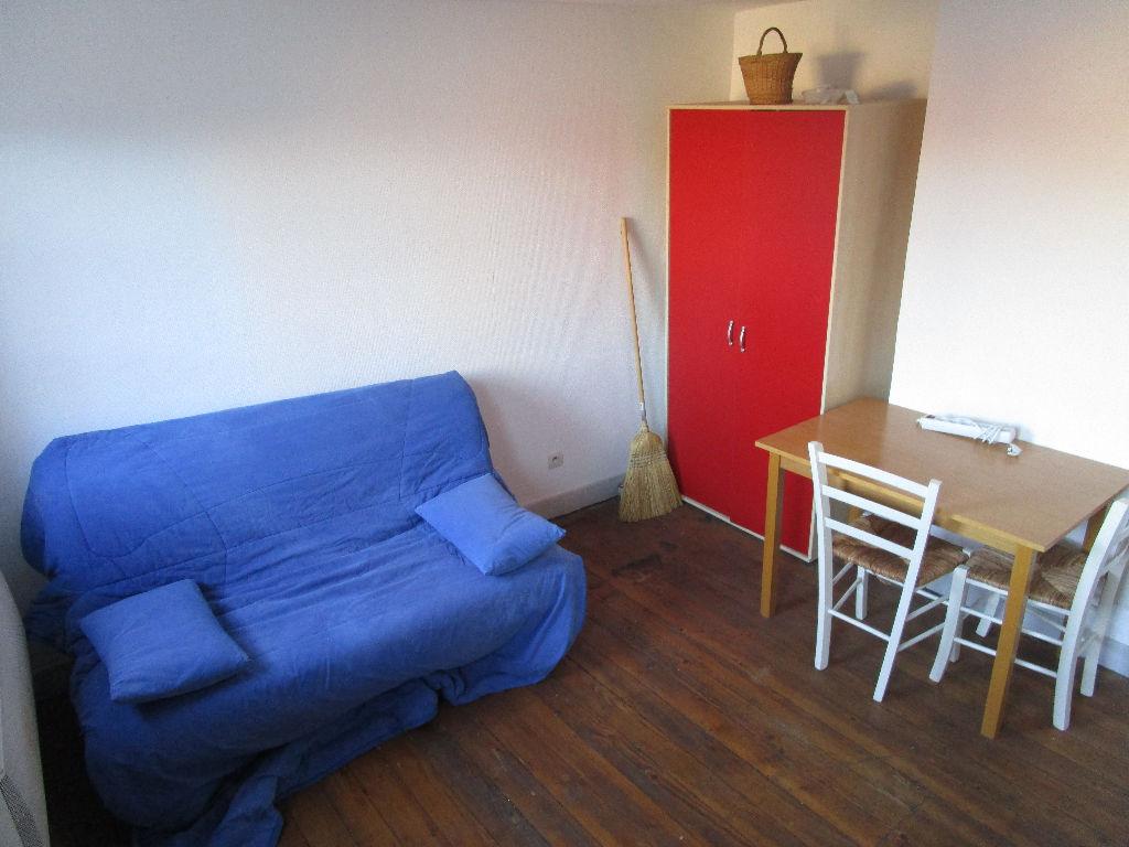 annonces metz studio entierement meuble et renove proche universite et fabert metz. Black Bedroom Furniture Sets. Home Design Ideas