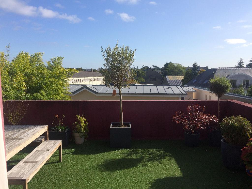 Loft 7 pièces 150m2 terrasse, balcon et garage