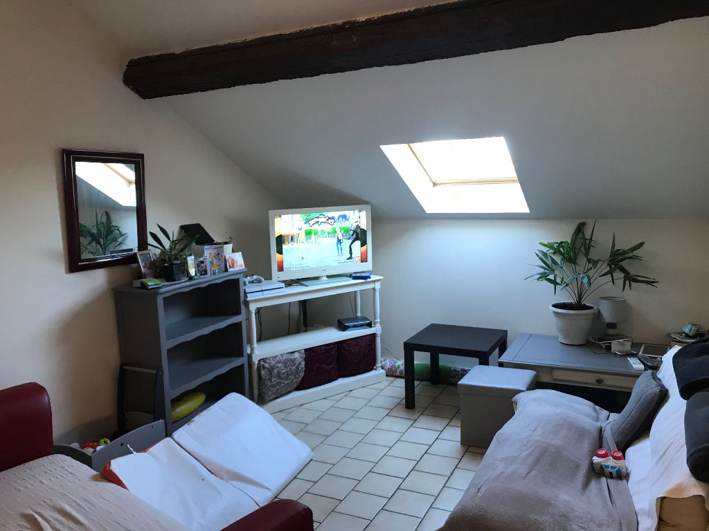 Appartement 2/3 pièces dernier étage