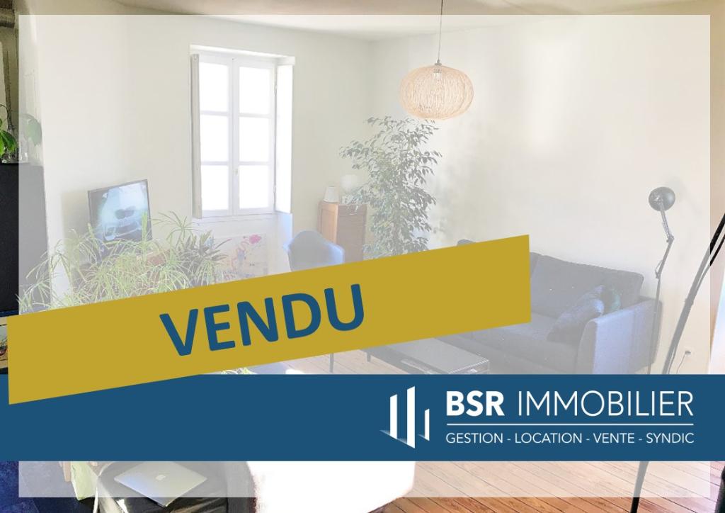 SOUS-COMPROMIS! Appartement rénové 3 pièces 2 chambres Saint-Clément