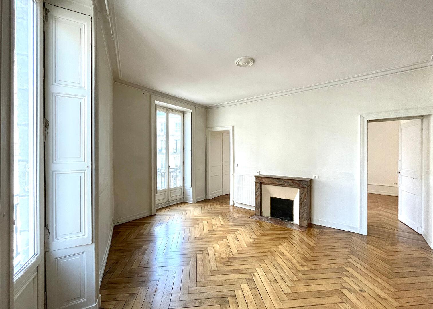 Bel appartement Haussmannien Nantes Decré-Hôtel de ville