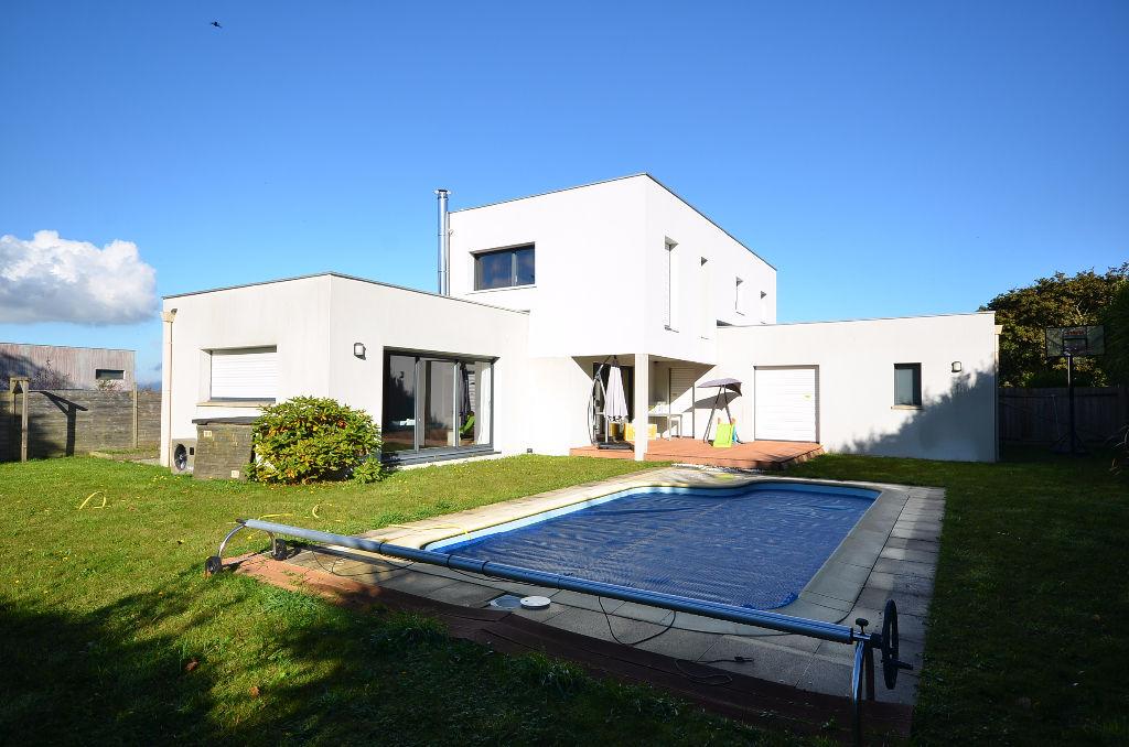PLOUZANE - Maison contemporaine jardin clos et piscine