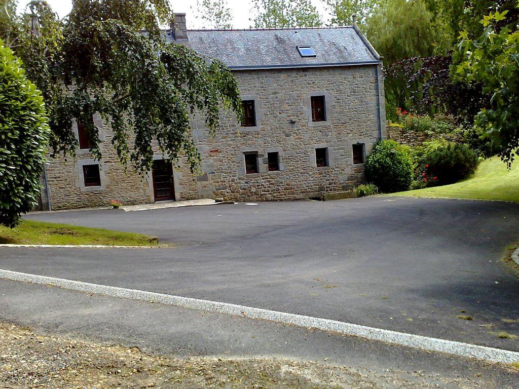 CLEDER - Moulin restauré dans un parc fantastique