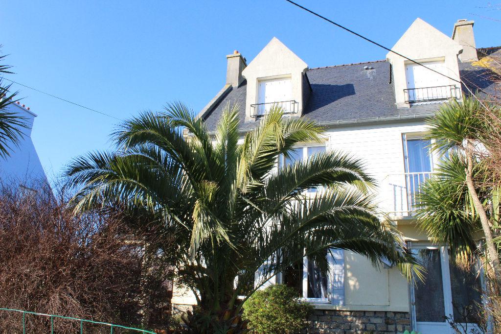 SAINT-PABU - 6 chambres sur 153 m² habitables dans quartier calme