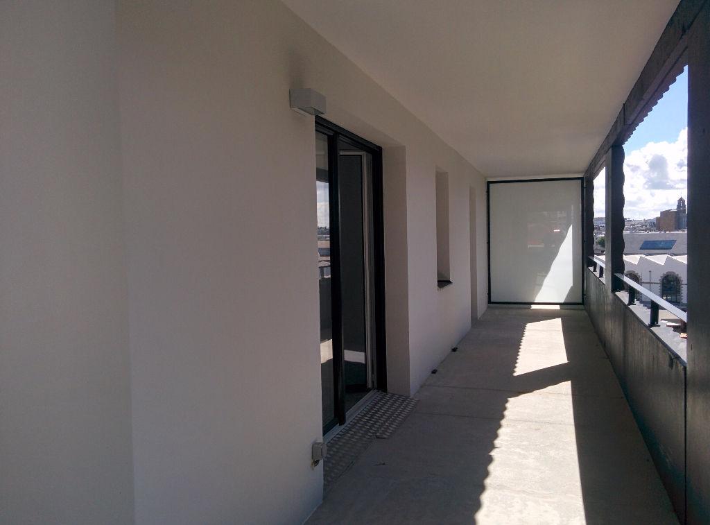 BREST CAPUCINS - T2 récent de 40m² avec balcon et parking