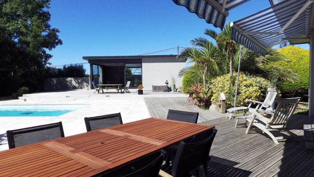 LANILDUT - Maison 300 m² habitable avec piscine et Pool-House