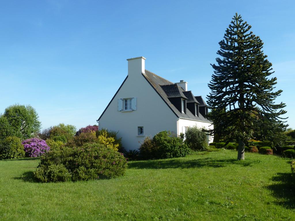 LANDEDA - Belle néo bretonne avec grand jardin à proximité du bourg et des plages.