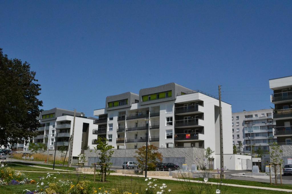 BREST KERINOU - Appartement T2 de 46m² dans résidence récente avec une place de parking et une cave