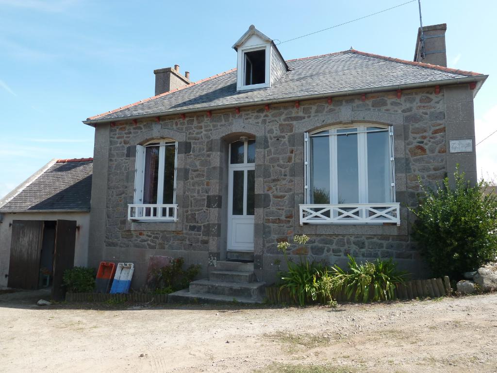 PORSPODER. Petite maison proche du port d'Argenton.