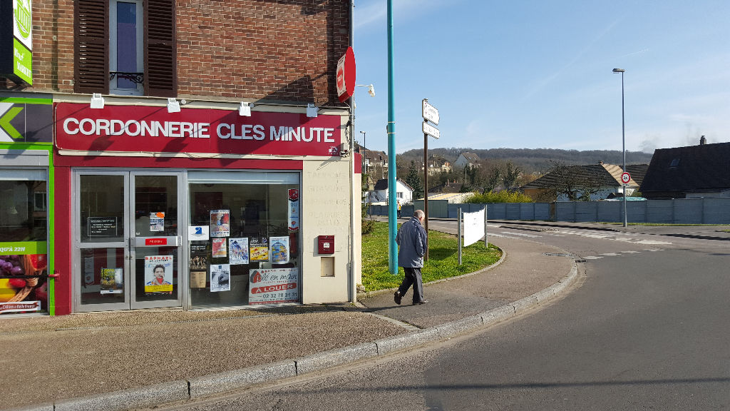 Location local commercial gravigny 1 083 local commercial louer 27930 - Peut on louer un local commercial en habitation ...