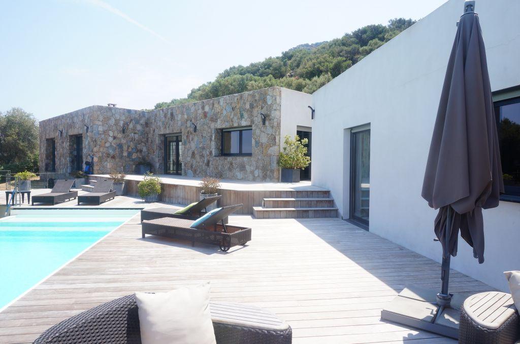 Ile Rousse Villa F6 290m2 contemporaine  récente avec  magnifique vue  vue mer