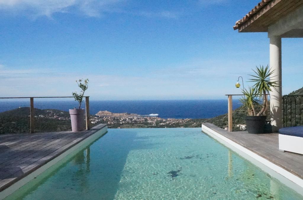 Ile Rousse Villa Contemporaine  récente F4 167m² vue mer avec piscine