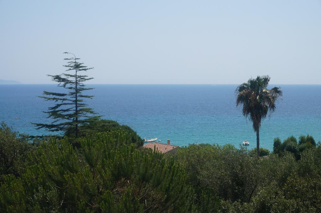 Ajaccio Sanguinaires villa comtemporaine de  320m² vue mer avec piscine et garage