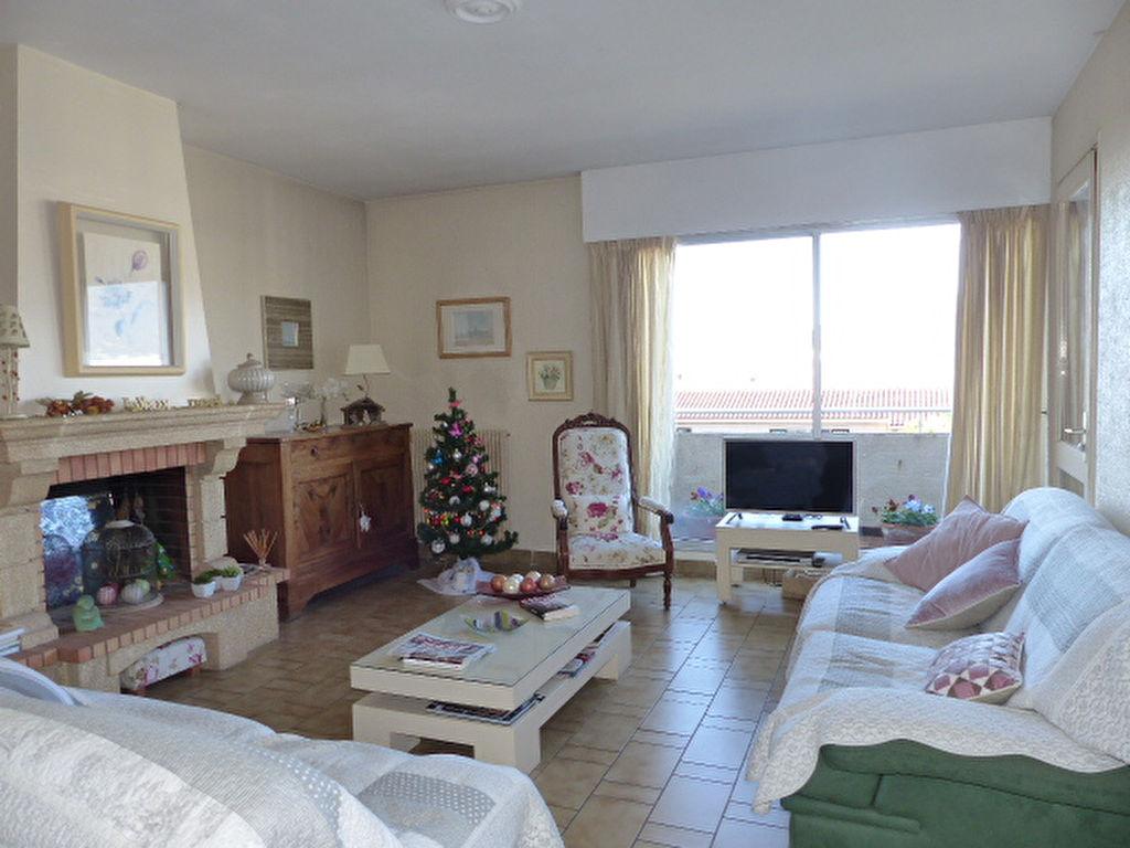 Appartement  3 pièces  100 m2  avec vue mer