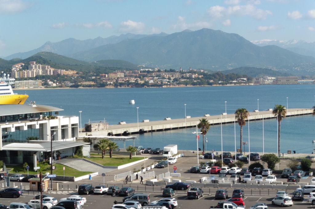 Ajaccio proche mairie Appartement  Duplex  récent  T3/T4  110 m2 vue mer