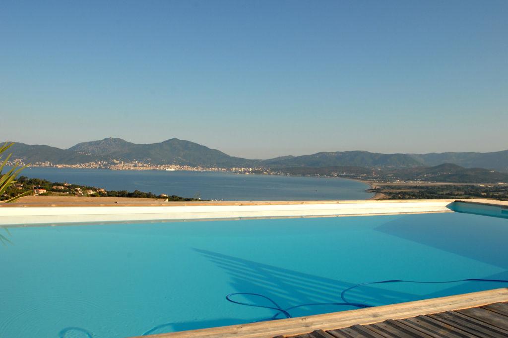 Porticcio Villa d'architecte récente  7 pièce(s) 240 m2 avec piscine et vue mer