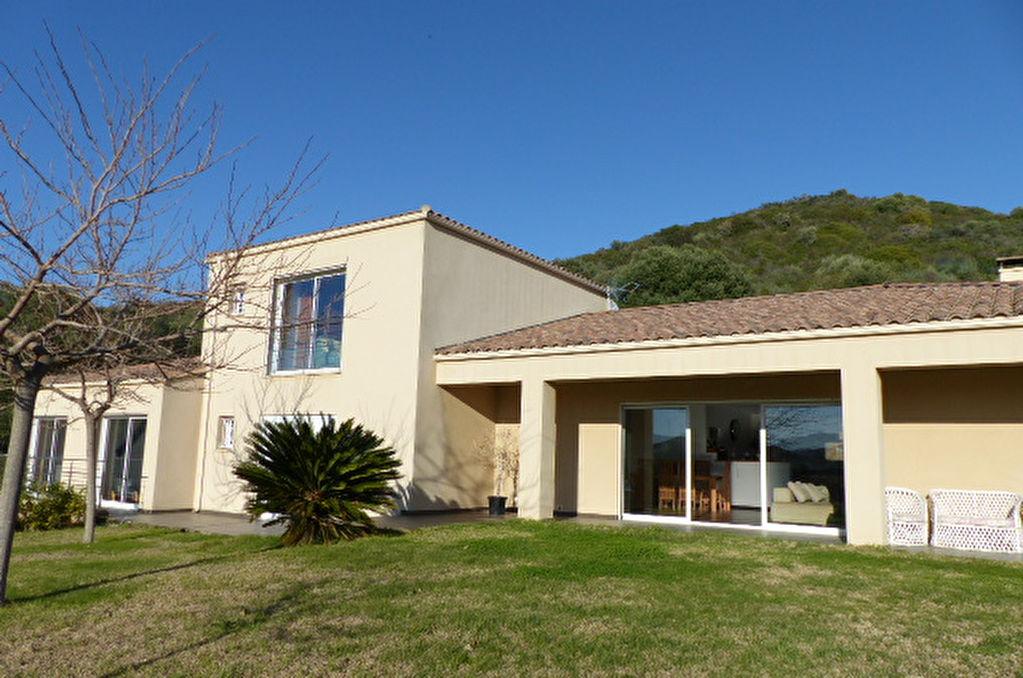 AFA Magnifique villa contemporaine  5 pièces 260 m2 petite vue mer