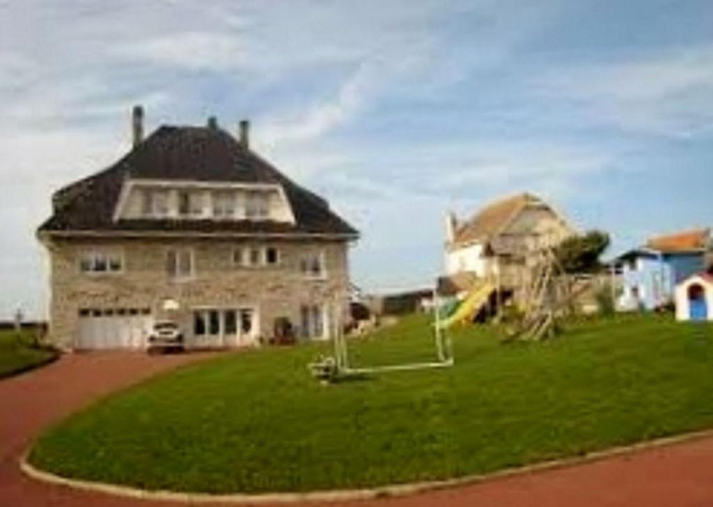 AUDRESSELLES charmante Villa  490m2 les  Pieds dans l'Eau