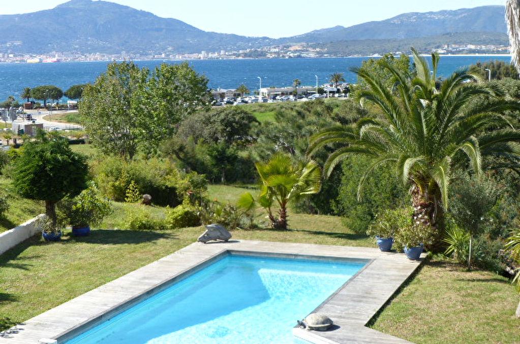 Belle Propriété au Centre de Porticcio Piscine Vue Mer et Baie d'Ajaccio
