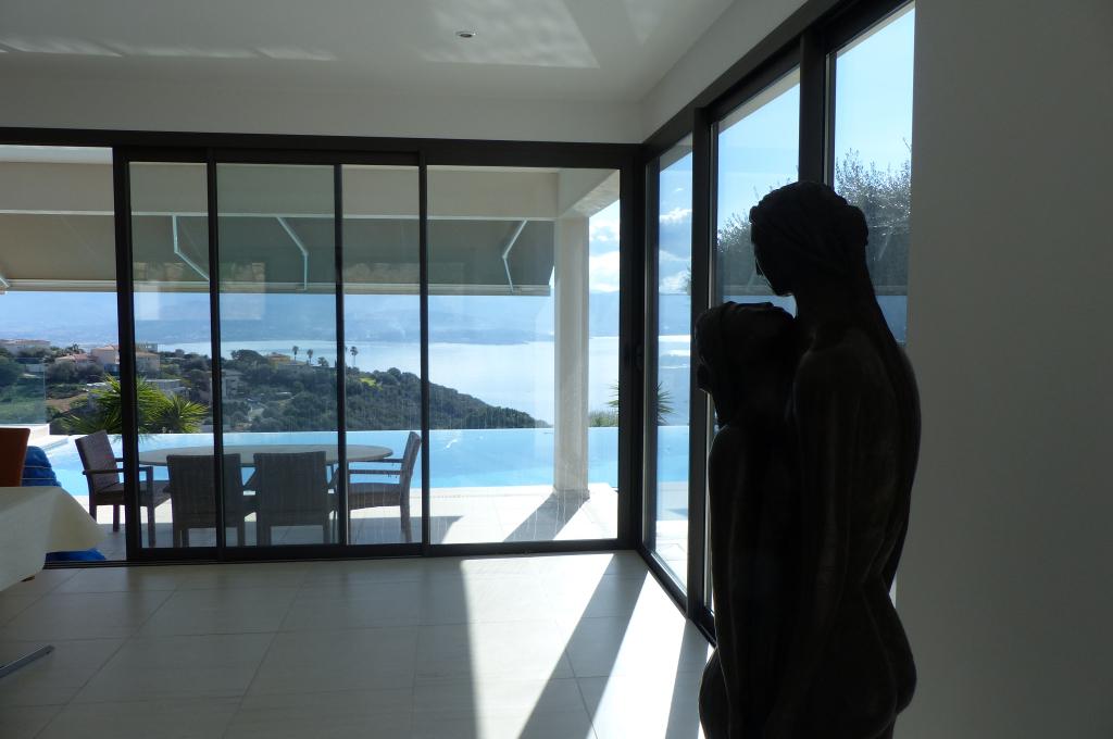 Proche Ajaccio magnifique villa de prestiges avec  belle vue mer dominant le golfe