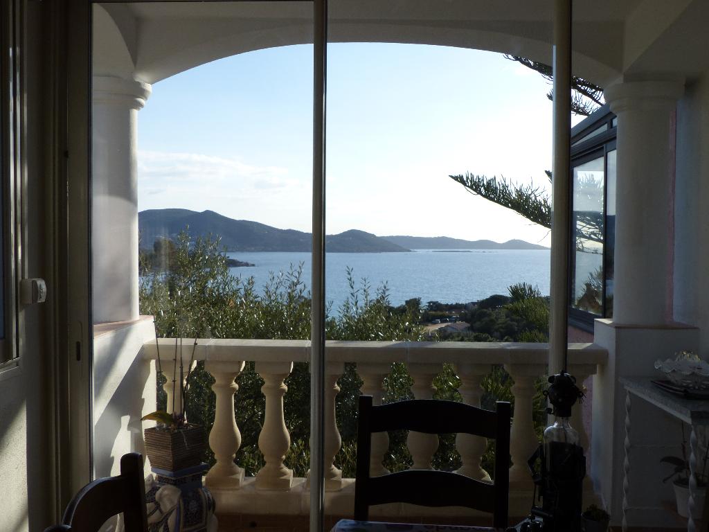 Rive Sud Villa sur 2 niveaux  7 pièce(s) 300 m2 vue imprenable sur la mer