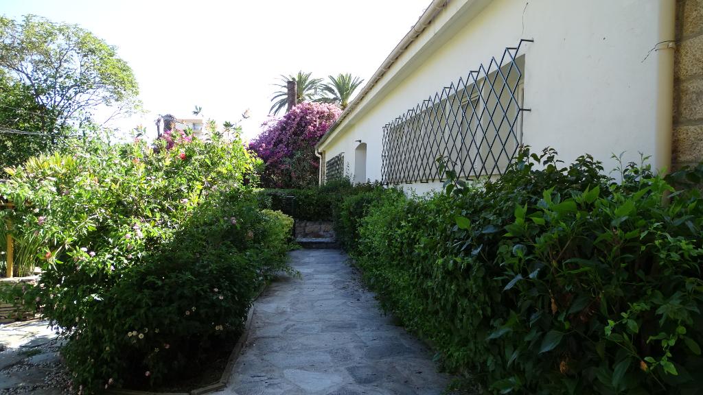 Ajaccio Quartier prisé Maison de ville  4 pièce(s) 110 m2 avec jardin sur 2 niveaux