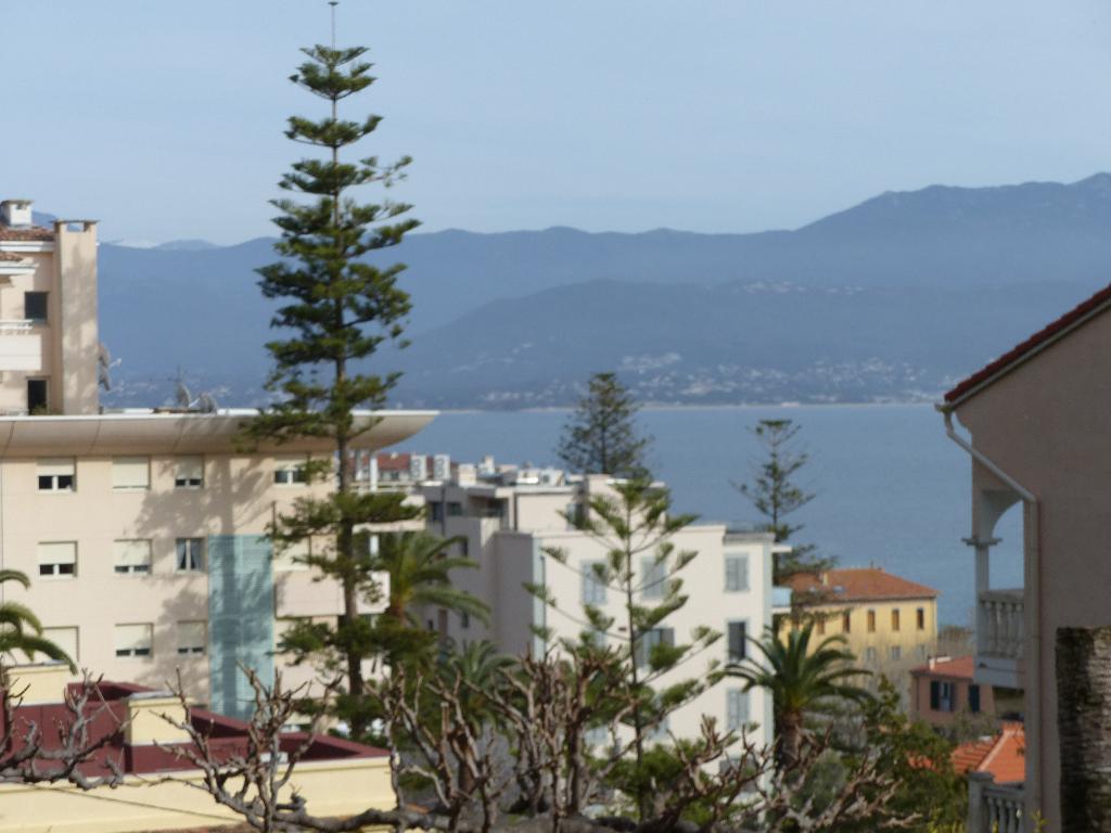 Ajaccio dans quartier recherché  3 pièce(s) 105 m2 Proche Grand Val  résidence fermée